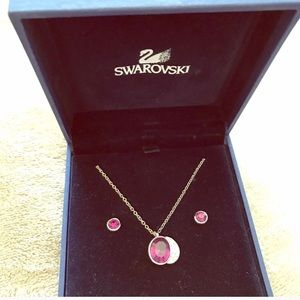 SWAROVSKI NECKLACE AND STUD EARRINGS